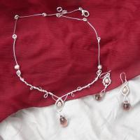 Perle naturale cu refelxii roz si Cristale briolette fatetate lavanda