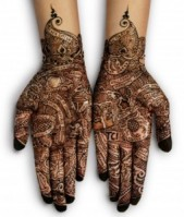 henna-tattoos-on-the-hands-254x300