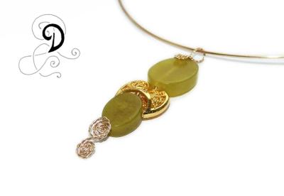 colier aurit bijuterii handmade jewelry gold plated necklace pandantiv placat cu aur pietre semipretioase jadeit african verde crud